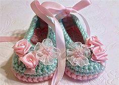 Items similar to Ballet zapatillas botines de menta verde y rosa, patucos ganchillo, nuevo bebé niña regalo de ganchillo on Etsy