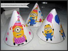- Hier pour les 2 ans d'un des loulous , j'ai imprimé des chapeaux Minions , les loulous ont collé des ballons sur le gabarit chapeau , j'ai plastifié le tout et pour finir j'ai perforé un trou de chaque côté du chapeau pour y ajouter une ficelle ! -...