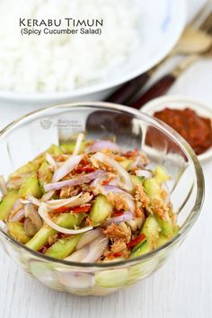 Kerabu Timun (Spicy Cucumber Salad) is a spicy and appetizing Malaysian salad that is sure to whet your appetite. Best eaten freshly tossed with lots of steamed rice. Malaysian Cuisine, Malaysian Food, Malaysian Recipes, Spicy Cucumber Salad, Nyonya Food, Asian Recipes, Healthy Recipes, Asian Desserts, Healthy Food