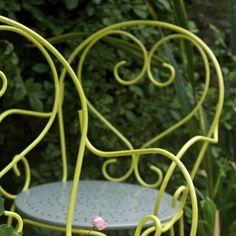 Tables et chaises de jardin color es pims d coration for Repeindre un lit en fer forge