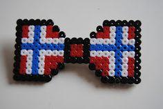 Bad Monkey: Rødt, hvitt og Blått 17 Mai, Norwegian Flag, Diy And Crafts, Crafts For Kids, Red White Blue, Perler Beads, Beading Patterns, Norway, Cross Stitch