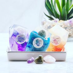 A Real Gemstone In Each Vegan Crystal Soap Gift Set Birthday Crystals And Gemstones, Stones And Crystals, Creative Birthday Gifts, Essential Oil Scents, Boho Wedding Decorations, Vegan Soap, Organic Soap, Rose Quartz Crystal, Soap Packaging