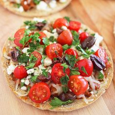 Greek Pita Pizzas Made by @comfortofcooking ❤️@comfortofcooking YIELD: Makes 2-4 servings INGREDIENTS: 6 oz. lean ground beef/turkey/chicken/lamb or Italian sausage 1/4 cup finely chopped onion 2 cloves garlic, minced 1 (15 oz.) can tomato sauce 1/4 teaspoon dried rosemary 1/4 teaspoon dried basil 1/4 teaspoon dried oregano 2 (6-inch) whole wheat or white pita bread rounds 1 cup shredded part-skim mozzarella cheese 1 cup grape or cherry tomatoes, halved 1/4 cup crumbled reduced-fat feta…