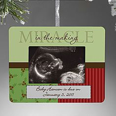 ultrasound ornament. This would be an awesome way to surprise family with a pregnancy announcement if the first trimester was around Christmas!