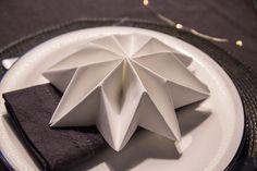 DIY: folding star napkin #napkinfolding #napkins #newyears #newyearparty