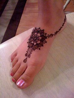 Beautiful and different examples of Mehndi henna tattoo art. See examples of applying Henna, Mehndi and Henna. Henna Tattoo Designs, Henna Tattoo Bilder, Henna Designs Easy, Bridal Mehndi Designs, Mehandi Designs, Henna Designs Feet, Henna Tattoo Foot, Ankle Tattoo, Mandala Tattoo