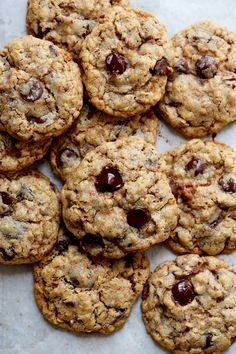 Chocolate chip cookies - a cup of jo Mrs Fields Cookies, Mrs Fields Chocolate Chip Cookies, Chocolate Peanut Butter Cookies, Mint Chocolate Chips, Chocolate Chip Oatmeal, Chocolate Desserts, Molten Chocolate, Fudge, Best Oatmeal Cookies