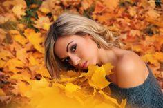 242091_dziewczyna_blondynka_modelka_liscie_jesien.jpg (2560×1707)