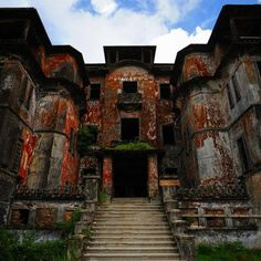 Ruins of a French Colonial Ghost Town.in Cambodian called Bokor Hill Station Abandoned Buildings, Abandoned Mansions, Old Buildings, Abandoned Places, French Colonial, Hill Station, Phnom Penh, Haunted Places, Ghost Towns