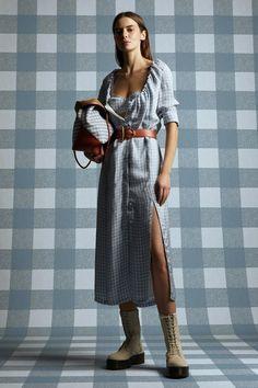 Altuzarra Resort 2021 collection, runway looks, beauty, models, and reviews. Fashion News, Fashion Show, Fashion Trends, Vogue Fashion, Fashion 2020, Street Fashion, Fashion Inspiration, Runway Magazine, Regency Dress