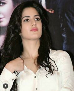 Katreena and some other beautiful girls Katrina Kaif Hot Pics, Katrina Kaif Images, Katrina Kaif Photo, Beautiful Bollywood Actress, Most Beautiful Indian Actress, Beautiful Actresses, Katrina Kaif Wallpapers, Prity Girl, Beautiful Girl Image