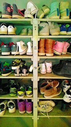 Yrityskylän lukukausi on jo puolessa välissä Helsingissä. Kenkäpareja on riittänyt // My City Helsinki with a huge pile of shoes