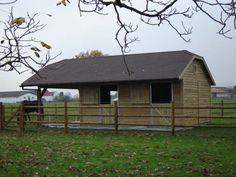 Small Horse Barns, Barn Layout, Horse Property, Horse Stalls, Barn Plans, Horse Training, Horse Stuff, Shelters, Farm Life