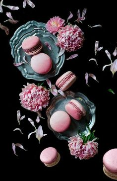 Notes to Myself…. Food Photography Styling, Food Styling, Macaroon Wallpaper, Delicious Desserts, Yummy Food, Pink Cookies, French Macaroons, Cake Pops, Food Art