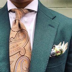 Details… By @davidchou1008 ⠀ Suit: @unitedarrows.tw ⠀ Tie: @passaggiocravatte ⠀ Pocket Square: @luca_rubinacci @rubinacci.it || MNSWR style inspiration (bij MNSWR Suited Media Network HQ)