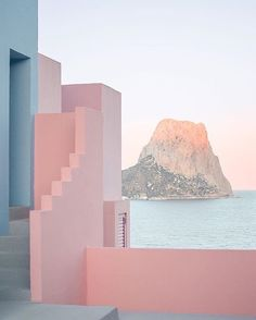 Home Decor For Small Spaces La Muralla Roja Spain by architect Ricardo Bofill.Home Decor For Small Spaces La Muralla Roja Spain by architect Ricardo Bofill The Places Youll Go, Places To Go, Ricardo Bofill, Interior Architecture, Interior Design, Landscape Architecture, Architecture Artists, Amazing Architecture, Architecture Details