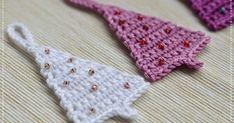 bandorka: Vánoční stromeček Wish this was in English Crochet Tree, Crochet Christmas Ornaments, Christmas Crochet Patterns, Holiday Crochet, Christmas Knitting, Diy Crochet, Christmas Crafts, Beaded Banners, Xmax