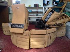 Retro tan look. Goalie Pads, Goalie Gear, Hockey Games, Good Ol, Fan, Retro, Cool Stuff, Sports, Vintage