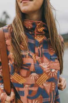 style Patagonia Fleece Pullover The Most Economic To The Most Pricey Handbags Either adventure in ha Burberry Coat, Patagonia Outfit, Patagonia Clothing, Chica Punk, Outdoorsy Style, Patagonia Fleece Pullover, Granola Girl, Mode Outfits, My Style