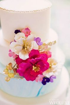 Gorgeous summer florals on this wedding cake by Bowties & Teacups