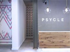 Fantástico y cuidado el diseño de PSYCLE , un indoor cycling club en Londres. weheart