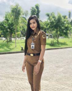 act now !!👌 Cute Indian Guys, Cute Asian Girls, Beautiful Asian Girls, Beautiful Muslim Women, Beautiful Hijab, Bali Girls, Beauty Uniforms, Indonesian Women, Military Women
