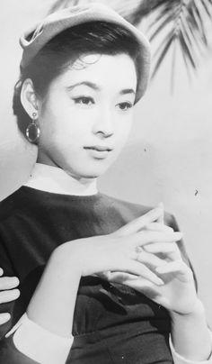 若尾文子「珠はくだけず」(大映)1955 Japanese Icon, Japanese Beauty, Old Photos, Vintage Photos, Female Portrait, Woman Portrait, Vintage Costumes, Asian Woman, Movie Stars