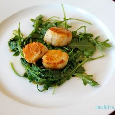 Quick, easy and delicious - Scallops and arugula. Such a great #WeekdaySupper