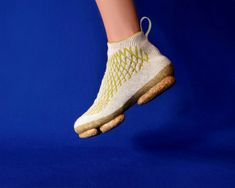 Sneature is a compostable trainer made from 3D-knitted dog hair Seamless Socks, Native Shoes, Eco Beauty, Material Design, Dog Owners, Trainers, Slip On, Sneakers