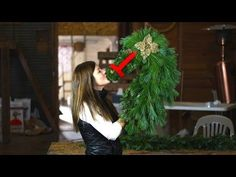 How to Make a Horse Head Christmas Wreath  |  @  CHRISTMAS