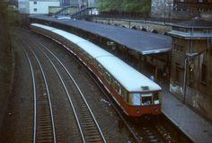 Berlin 1985 S-Bahnzug der BR 276 im S-Bahnhof Schoenhauser Allee