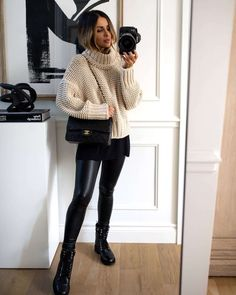 Outfits Leggins, Leggings Outfit Winter, Leather Leggings Outfit, Boots And Leggings, Spanx Faux Leather Leggings, Sweater Outfits, Pants Outfit, Shiny Leggings, Outfit With Black Leggings