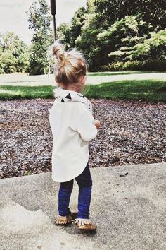 Such a cute outfit: jeggings, long white Tee, scarf, moccasins. Comfy yet put-together for Fall