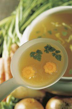 El caldo depurativo que te ayudará a adelgazar Caldo Detox, Soup Recipes, Healthy Recipes, Sin Gluten, Cantaloupe, Smoothies, Veggies, Fruit, Breakfast