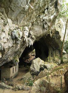 Che Guevara's headquarters, Cueva de Los Portales, Cuba (by Erik D).