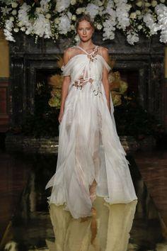 Yolan Cris runway at NEW YORK INTERNATIONAL BRIDAL WEEK 2016.  STUDIO COLLECTION 2017Ç #YolanCris #NYC #ny #nybw #nyibw #weddingdress #newcollection #weddingdress #NewCollection #weddingtrends2017 #coutureweddingdress #BridesUS #fashionshow