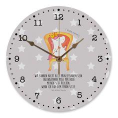 30 cm Wanduhr Einhorn König aus MDF  Weiß - Das Original von Mr. & Mrs. Panda.  Diese wunderschöne Uhr von  Mr. & Mrs. Panda wird liebeveoll in unserem Hause bedruckt und an sie versendet. Sie ist das perfekte Geschenk für kleine und große Kinder, Weltenbummler und Naturliebhaber. Sie hat eine Grösse von 30 cm und ein absolut LAUTLOSES Uhrwerk.    Über unser Motiv Einhorn König  Das süße Einhorn auf dem Thron ist genau das richtige Geschenk für die beste Freundin. Denn manchmal würden wir…