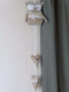 Suspension chouette et ses deux cœurs beige et marron- Fait main : Décorations murales par mes-petit-doigts