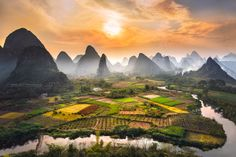 This landscape is awesome, but it is rarely seen. Located 35 km from Yangshuo 阳朔, its access is not obvious. This scenery is Zouzhai plain in Guangxi is one of the most impressive areas to see forest karst peaks 枫林 in China. Landscape Photos, Landscape Photography, Nature Photography, Travel Photography, Asian Photography, Guilin, Beautiful World, Beautiful Places, Beautiful Scenery
