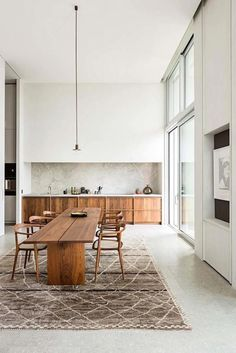 The all white kitchen trend has been the rage for years. While a white kitchen will never go out of style, a new kitchen trend is catching on. Modern Farmhouse Kitchens, Home Kitchens, Kitchen Modern, Remodeled Kitchens, Wooden Kitchen, Kitchen Living, Interior Design Kitchen, Modern Interior Design, All White Kitchen