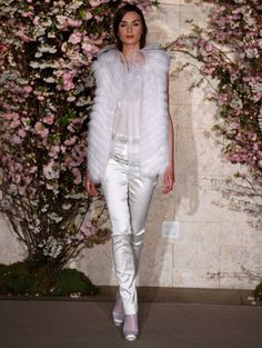 20 Unconventional Wedding Dresses for the Modern Bride. - Look 3 (price on inquiry): Pants on the bride definitely make a modern statement. (from Oscar De La Renta via Lover. Bridal Pants, Wedding Pants, Cheap Wedding Dress, Bridal Gown, Unconventional Wedding Dress, Nontraditional Wedding, Traditional Wedding Dresses, Stunning Dresses, Wedding Looks