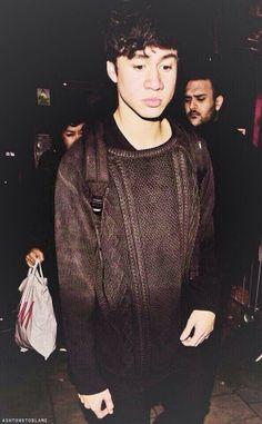 Amo ese sweater. Necesito ese sweater. Drop Dead. *-*