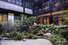 Courtyard of a traditional Chinese house in Chengdu, China Chinese Courtyard, Chinese Garden, Traditional Chinese House, World Map App, Chinese Architecture, Throughout The World, Pavilion, Interior Decorating, Patio