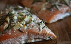 Healthful, Delicious Dinner: Baked Salmon with Rosemary by cashbach Baked Salmon Recipes, Fish Recipes, Seafood Recipes, Vegetarian Recipes, Healthy Recipes, Healthy Food, Healthy Eating, 15 Minute Dinners, Cooking