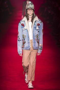 Gucci Fall 2016 Menswear Fashion Show looks very D&G Milan Men's Fashion Week, 2015 Fashion Trends, Mens Fashion Week, Winter Fashion, Fashion Show, Eyewear Trends, Mens Fall, Fashion Seasons, Gucci Men