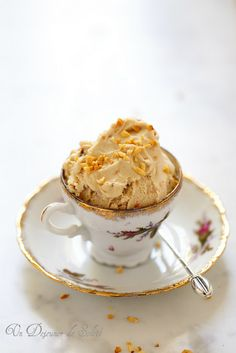 Hazelnut ice cream (Recipe in French,Scroll down to select on the right,language translation of choice) Hazelnut Ice Cream, Gelato Ice Cream, Yogurt Ice Cream, Vegan Ice Cream, I Want Ice Cream, Make Ice Cream, Homemade Ice Cream, Sin Gluten, Baby Food Recipes