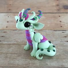Mint and Purple Dragon by DragonsAndBeasties on Etsy Polymer Clay Kunst, Polymer Clay Dragon, Sculpey Clay, Polymer Clay Figures, Cute Polymer Clay, Polymer Clay Animals, Cute Clay, Polymer Clay Charms, Polymer Clay Projects