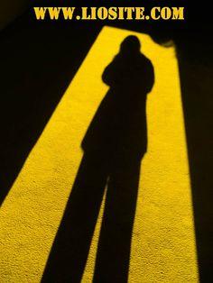 Giorgio Faletti – Fai attenzione alla tua ombra.Essere ombra o essere vivi?  #GiorgioFaletti, #ombra, #vita, #liosite, #citazioniItaliane, #frasibelle, #sensodellavita, #ItalianQuotes, #perledisaggezza, #perledacondividere, #citazioni,