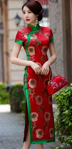 Cheongsam in voller Länge - tattoos for women Ao Dai, Asian Woman, Asian Girl, Chinese Gown, Chinese Dresses, Cheongsam Modern, Mandarin Dress, Maori Tattoos, Cheongsam Dress