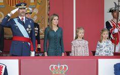 Don Felipe y doña Letizia presiden su primer desfile militar como Reyes acompañados de sus hijas